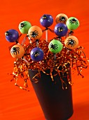 Cake pops decorated with spiders for Halloween