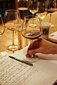 Notizheft für die Weinverkostung im Rappahannock Weinkeller (Huntly, Virginia, USA)