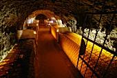 Flaschenkeller von Tokaj Oremus Winery, Tolcsva, Ungarn