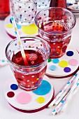 Filzuntersetzer beklebt mit buntem Filzkonfetti für Trinkgläser mit Trinkhalmen