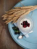Yoghurt muesli with berries