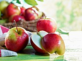 Elstar apples, whole and halved