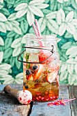 Iced tea with bourbon and berries