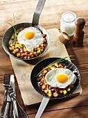 Bauernfrühstück mit Bratkartoffeln und Spiegelei