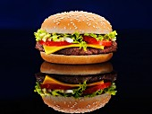 Cheeseburger mit Reflexion