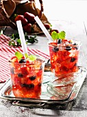 Sommerliche Erdbeerbowle mit frischer Minze