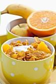 Cornflakes with yogurt and fruit