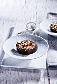 Chocolate cakes with crumbles and icing sugar