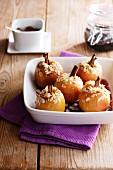 Gefüllte Bratäpfel mit Zimt und Mandeln