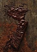 Gehackte und geschmolzene Schokolade