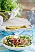 Mixed leaf salad with sliced steak