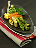 Green asparagus with smoked salmon and egg sauce