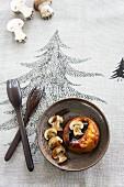 Muffin mit Backpflaumen und Champignonsauce (weihnachtlich)