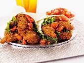 Wraps gefüllt mit panierten Hähnchenbrustfilets & Salsa
