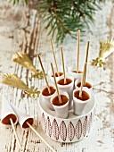 Knäck (Traditionelle schwedische Toffee zu Weihnachten) in Kegelform