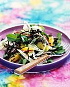 Wasserkresse- und Algensalat mit Fenchel, Orange und Radieschen