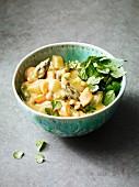 Kokos-Erdnuss-Curry mit Spargel