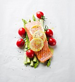 Salmon fillet with lemons, asparagus and cherry tomatoes