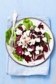 Rote-Bete-Salat mit Feta und roten Zwiebeln