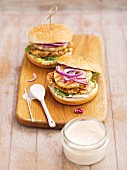 Chicken burgers with grilled pineapple and red onions
