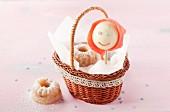 Rotkäppchen-Cake-Pops für die Kinderparty