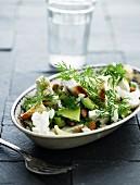 Blumenkohlsalat mit Hähnchenfleisch und Avocado