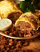 Minced meat in puff pastry with raisins and mint yoghurt