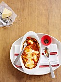 Gnocchi gratin with a spicy tomato sauce