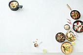 Verschiedene thailändische Gerichte (Aufsicht)