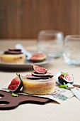 Fig tartlets with orange pudding