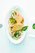Tofu-Piccata mit Makkaroni und heller Tomaten-Basilikumsauce