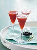 Erdbeer-Cocktails mit Oliven