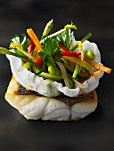 Fried perch with vegetables in a prawn cracker bowl