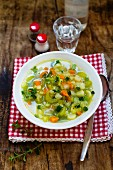 Vegetable soup with thyme