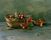 Herbstliches Stillleben mit Zieräpfeln in Körben