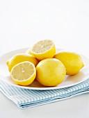 Zitronen, halb und ganz
