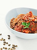 Wholemeal spaghetti with tuna, capers and tomato sauce