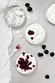 Poppyseed ice cream with blackberries