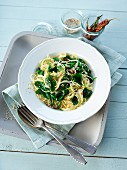 Spaghettini with spinach and sesame seeds