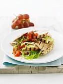 Pitabrot mit gegrillter Hähnchenbrust & Tomatensalsa