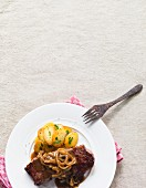 Roast beef with onions served with fried potatoes