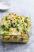 Gratinated macaroni with broccoli in a baking dish