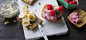 Ernährung bei ADHS: Brot mit Banane & Brötchen mit Himbeerfrischkäse