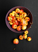 A bowl of yellow cherries (seen from above)