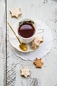 Zimtsterne und Tee