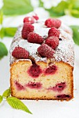 A summery raspberry cake dusted with icing sugar
