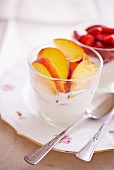 Quark cream with peaches