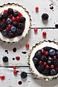 Tartlets with yoghurt cream, blackberries, blueberries and redcurrants