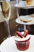 Brombeer-Cupcake
