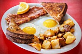 Fried eggs, corned beef and fried potatoes
